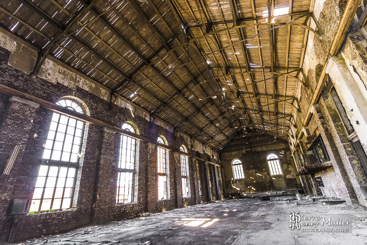 hangar en bois et vitres anciennes la cokerie boreally. Black Bedroom Furniture Sets. Home Design Ideas