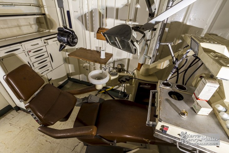 Cabinet dentaire à bord du navire Colbert