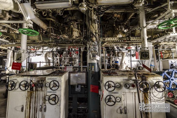 Compartiment moteur arrière du croiseur Colbert