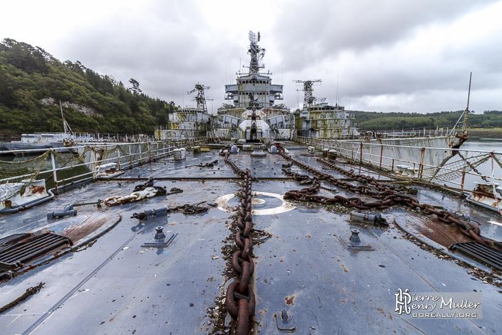 Pont de proue du croiseur Colbert