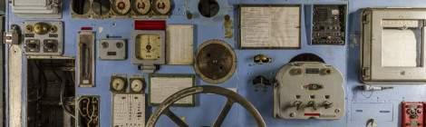 Poste de contrôle du moteur arrière du Colbert. La grande roue sert à régler la puissance de la vapeur en sortie des chaudières.