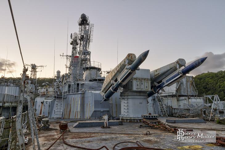 A la recherche du croiseur rilekoen Rampe-missiles-masurca-poupe-colbert