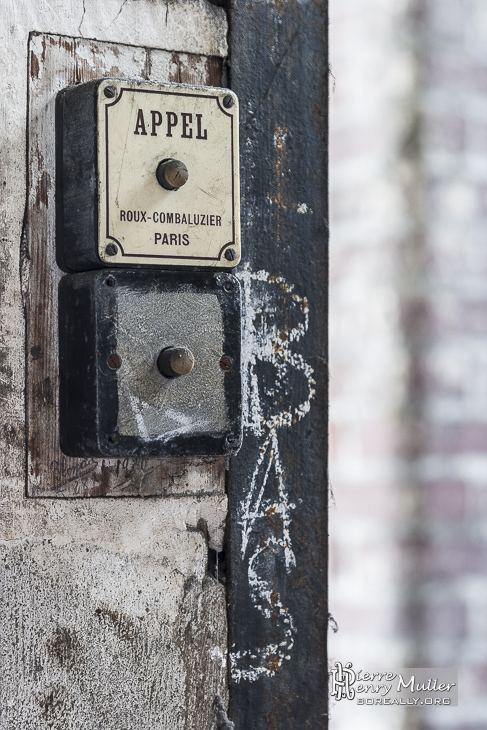 Ancien interrupteur d'appel d'ascenseur
