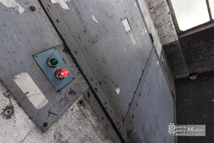 Ascenseur industriel de l'usine et filature