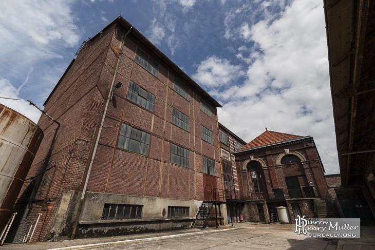 Bâtiments en brique rouge de l'usine Badin Sartel