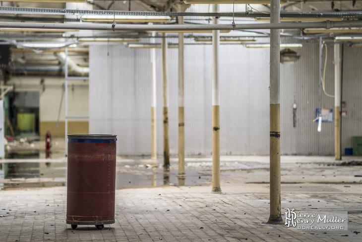Chariot dans l'usine Badin devenu friche industrielle