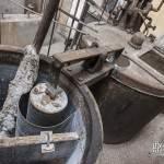 Cuves métalliques rouillées dans la filature