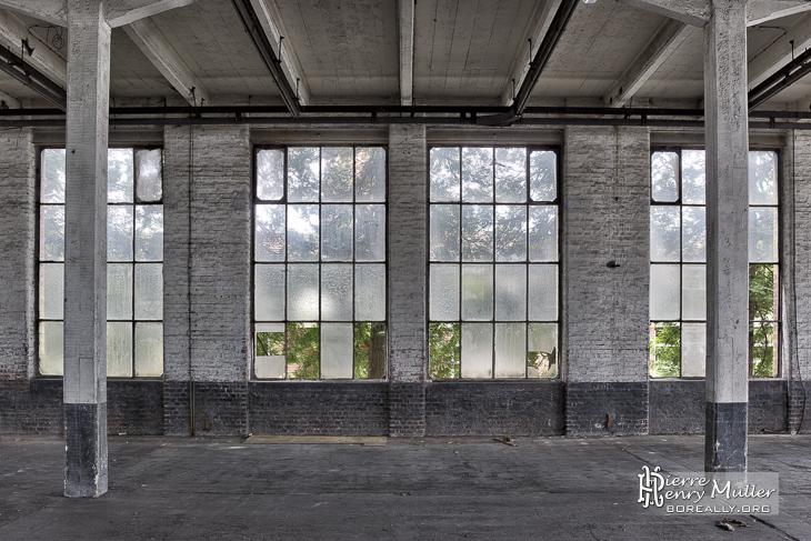 Hangar symétrique TTHDR dans l'usine Badin Sartel