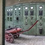 Vieux tableau électrique dans une usine