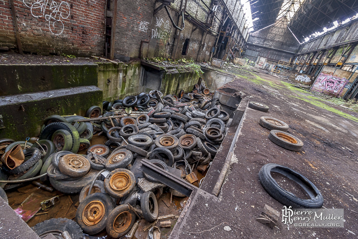 Décharge de pneus dans la fonderie de Vernon
