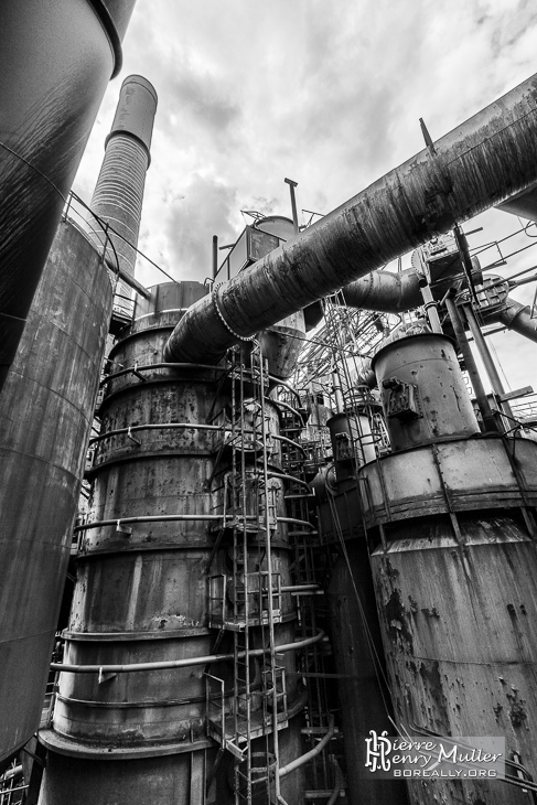 Méandre industriel de Clabecq en HDR noir et blanc