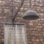 Panneau de consignes de sécurité et sa lampe