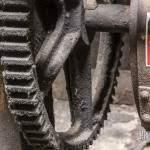 Roue crantée et son frein contenant de l'amiante
