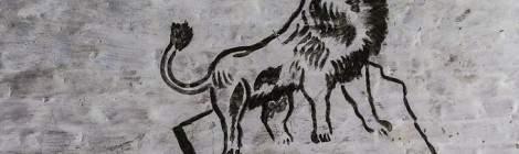 ...Dessin d'un lion sur un rocher sur les murs du fort de la Chartreuse...