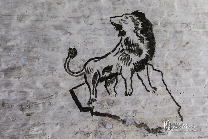 Dessin d 39 un lion sur un rocher sur les murs du fort de la chartreuse boreally - Rocher dessin ...