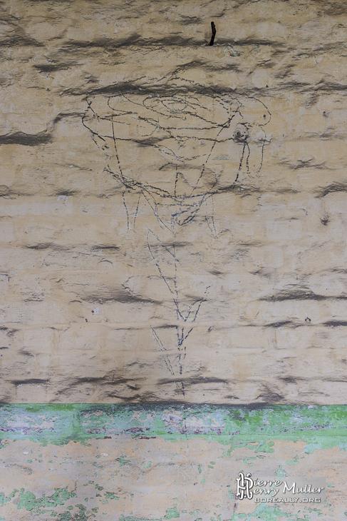 Dessin d'une rose sur les murs du fort de la Chartreuse
