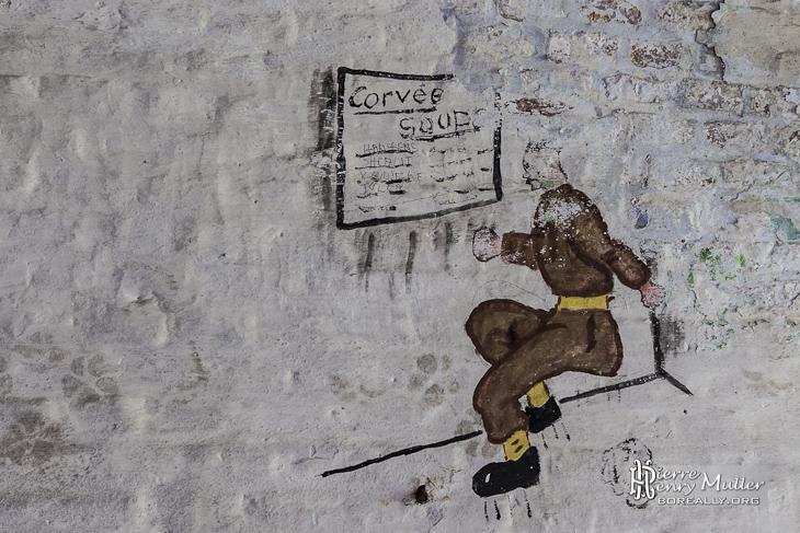Dessin d'un soldat découvrant le planning des corvées de soupe