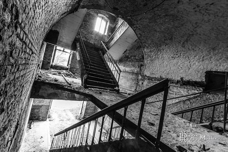 Escaliers double puis simple au fort de la Chartreuse