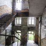 Escaliers du fort de la Chartreuse avec ses fenêtres