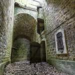Accès à la poudrière du Fort du Haut Buc