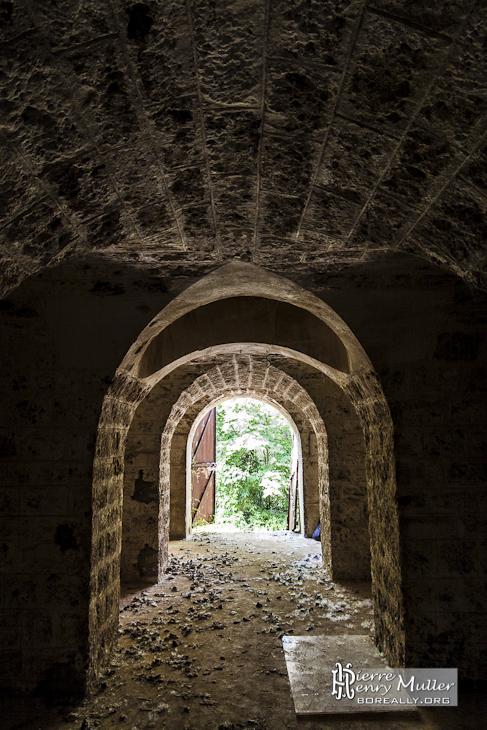 dbdbea2cb3d0bc Entrée d un abri sous traverse au Fort du Haut Buc - Boreally