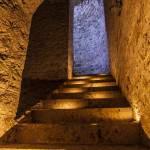 Escalier inter niveau dans les souterrains du Fort du Haut Buc