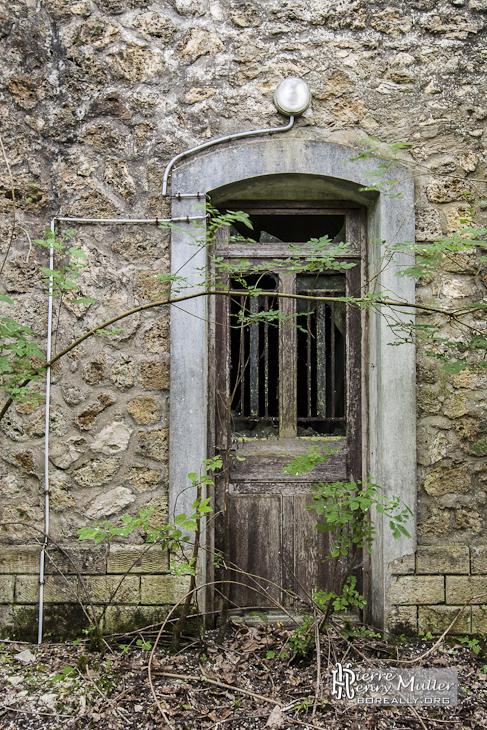 Vieille Porte Au Fort Du Haut Buc Boreally