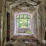 Couloir avec fenêtre au Fort du Portalet