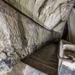 Escalier taillé dans la roche au Fort du Portalet