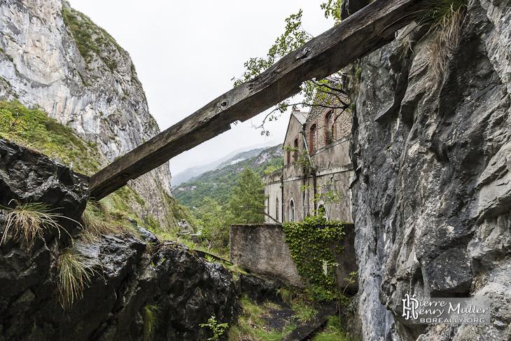 Extérieur du Fort du Portalet depuis un balcon