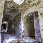 Puits de lumière dans un couloir du Fort du Portalet en HDR