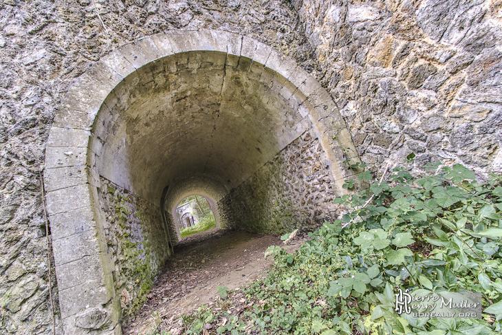 Chemin et tunnel sous une casemate du Fort en TTHDR