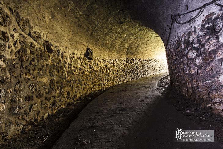 Couloir d'accès aux souterrains du fort du Trou d'Enfer
