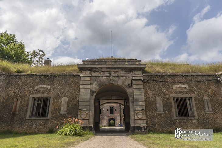 Entrée de la deuxième enceinte du Fort du Trou d'Enfer