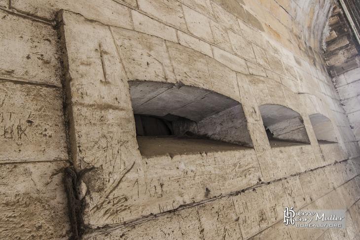 Meurtrières horizontales au niveau des entrées du Fort Seré Rivières