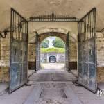 Porche d'accès au Fort du Trou d'Enfer avec son sas et ses portes en TTHDR