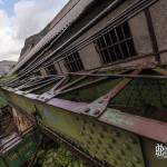Grue ferroviaire mobile sur un wagon abandonné à la gare de Canfranc