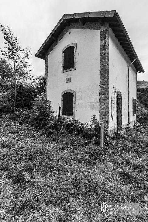 Maison de garde barrière sur la ligne abandonnée Pau-Canfranc