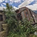 Wagon marchandise abandonné et végétation en HDR à la gare Canfranc