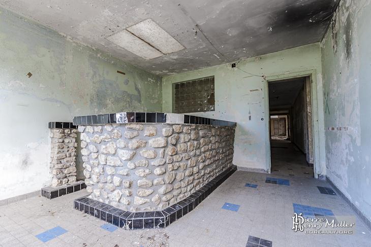 Ancien bar abandonné dans un bâtiment du GIGN