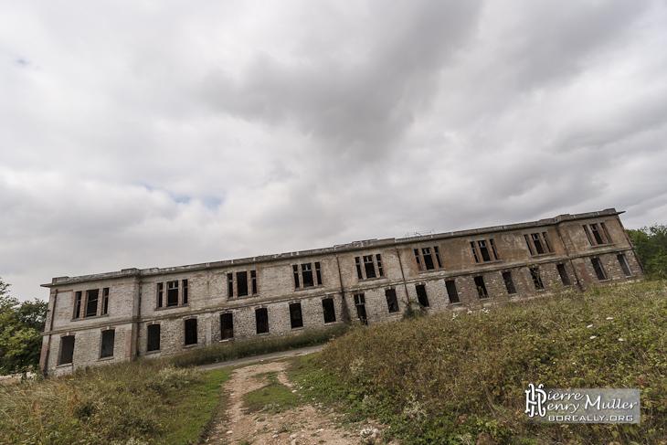 Bâtiment d'entraînement du GIGN en ruine