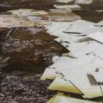 Intercalaires de classement de dossiers noyé dans l'eau au sous-sol