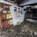 Armoires électriques dans un hangar de la papeterie abandonnée