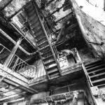 Bâtiment multi niveaux avec escalier métallique de la papeterie