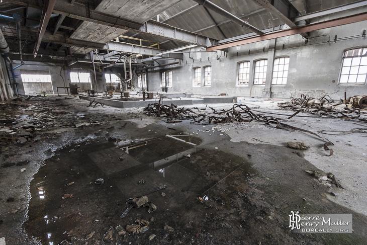 Hangar d'usine abandonnée à la papeterie DarblayOriginal text