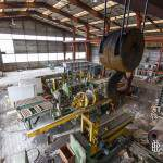 Palan de pont roulant dans un hangar moderne de la papeterie Darblay