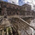Passerelle inter bâtiments de la papeterie au dessus de la rivière