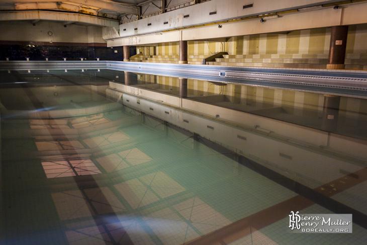 Gradins bassin principal et toit coulissant de la piscine for Toit de piscine