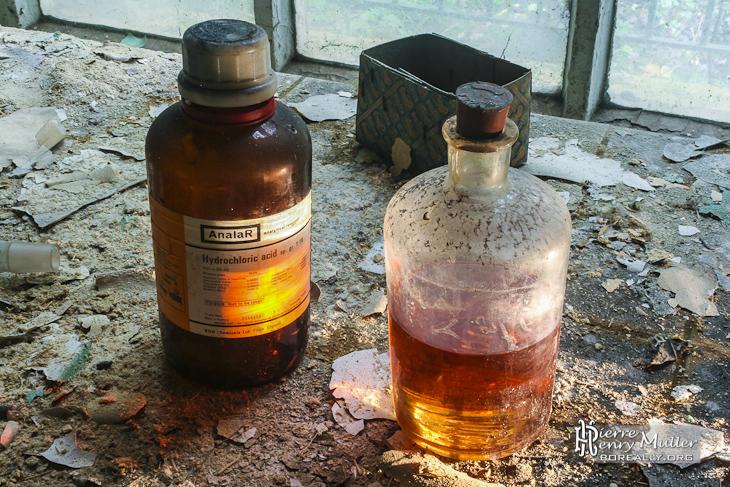 Bouteilles de produits chimiques acide hydrochlorique