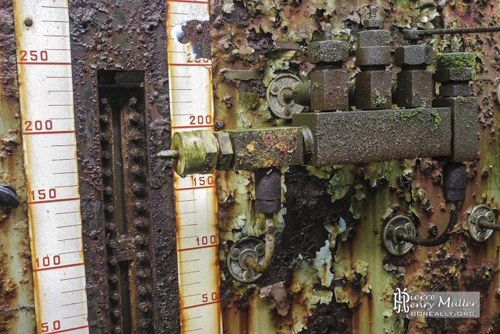 Indicateur mécanique de contenance de cuve sur un panneau de contrôle à SAFEA